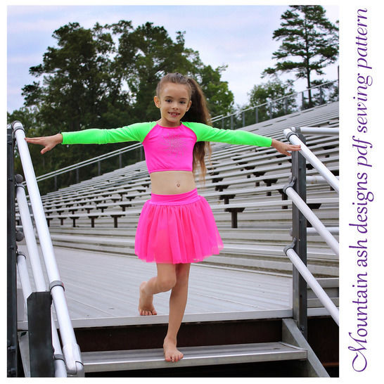 Download Cheer 4 Cheerleading Uniform Tops in Girls Sizes 2-14 - Sewing Patterns immediately at Makerist