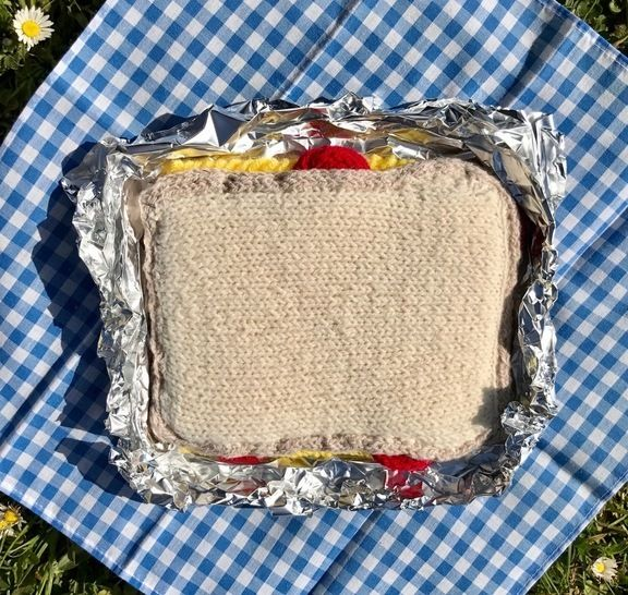 Download Cheese and Tomato Sandwich Play Food / Pin Cushion - Knitting Patterns immediately at Makerist