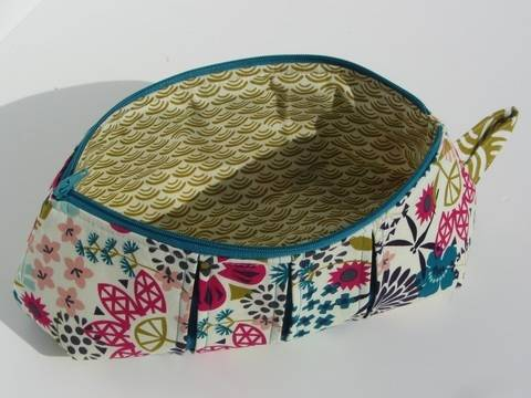 Download Pleated zip pouches - zipper cosmetic bag immediately at Makerist