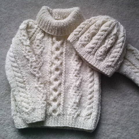 Download Donal child's aran sweater and hat - knitting pattern immediately at Makerist