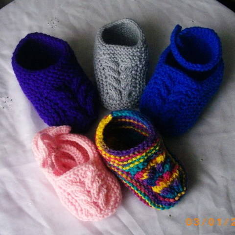 Download Baby and toddler slippers - knitting pattern immediately at Makerist
