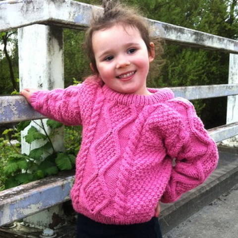 Download Sinead girl's aran jumper - knitting pattern immediately at Makerist