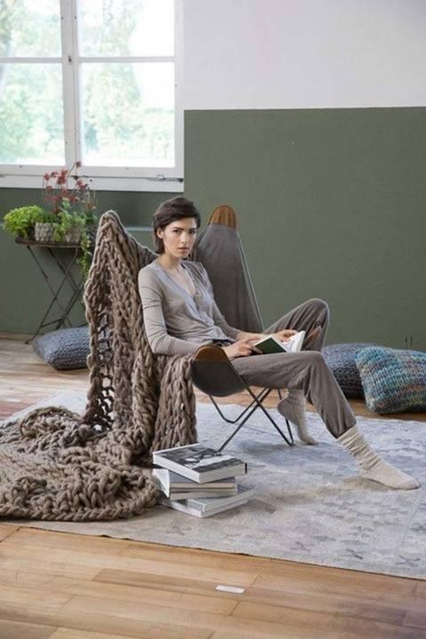 Télécharger Grande couverture à tricoter avec les bras tout de suite sur Makerist