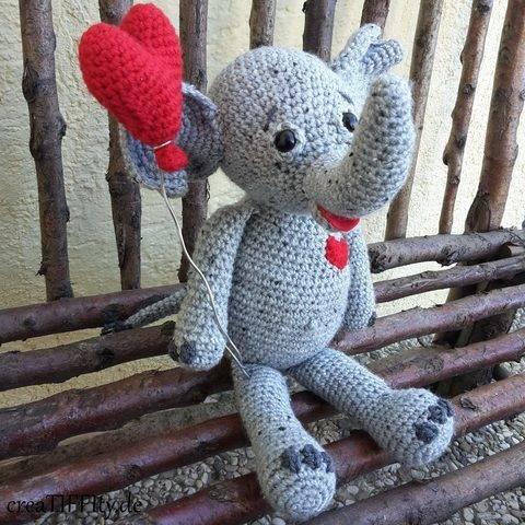 Elefant Lina: Zeig-Herz-Tierchen No. IV - Häkelanleitung bei Makerist sofort runterladen