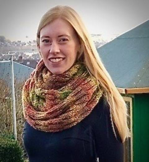 Download New England Cowl / Infinity Scarf immediately at Makerist