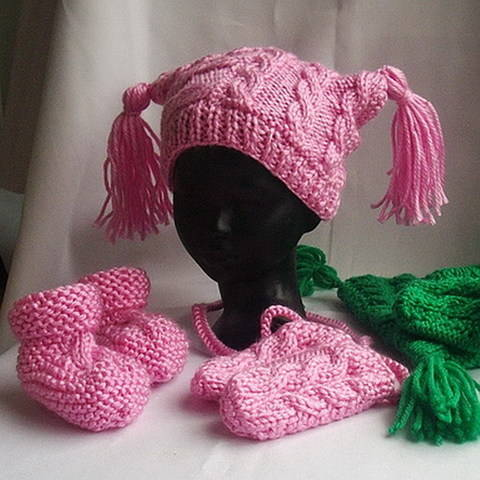 Download Baby hat, mittens and booties - knitting pattern immediately at Makerist