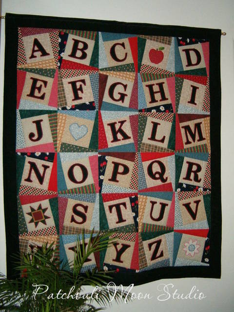 Download Alphabet Baby Quilt immediately at Makerist