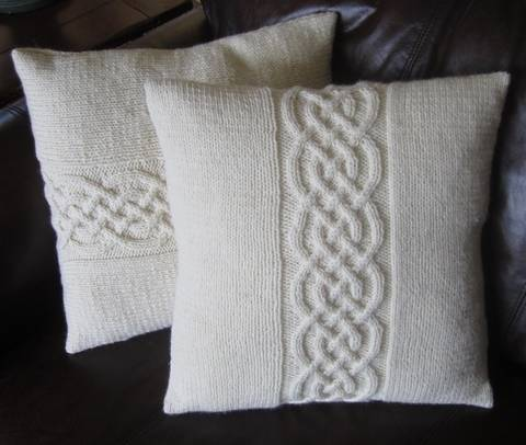 """Download Celtic Knot Pillow Cover Knitting Pattern 16""""/40cm and 18""""/45cm immediately at Makerist"""