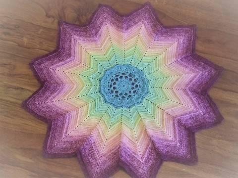 Télécharger Crochet - couverture « Lotus » à 12 pointes tout de suite sur Makerist
