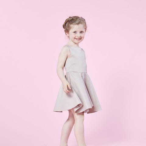 Télécharger Robe Mini Demoiselle - Patron couture - Filles taille 2 à 12 ans tout de suite sur Makerist