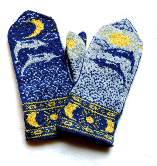 Download Sun Moon and Dolphins Mittens - colorwork knitting pattern immediately at Makerist