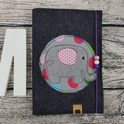 Stickmuster Stickdatei UHeft U-Heft Baby Kind Untersuchungsheft Vorsorgeheft individuell Name Stickmuster Doodle Elefant Eule Vogel Button Applikation bei Makerist sofort runterladen