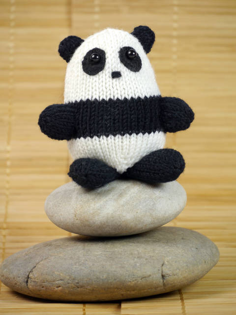 Download Panda Xiao-Xiao, Stash Gobblers #01, knitting pattern immediately at Makerist