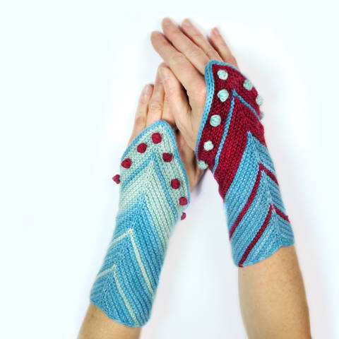 Download wrist warmers / cuffs HAMBURG AHOI knitting pattern immediately at Makerist