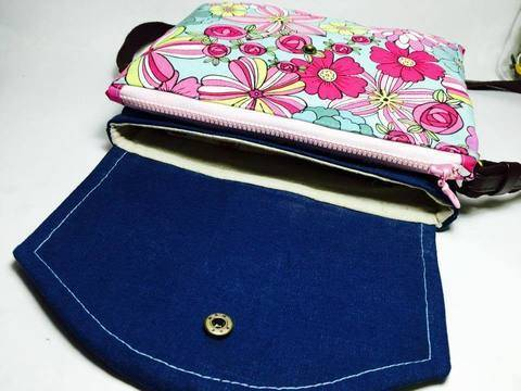 Download Girlfriend - Clutch / Small Cross Body Bag with 3 compartments immediately at Makerist