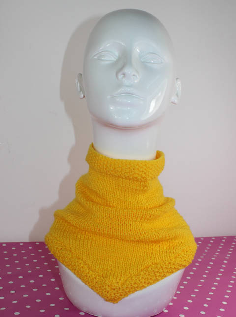 Download Easy V Neck Cowl immediately at Makerist