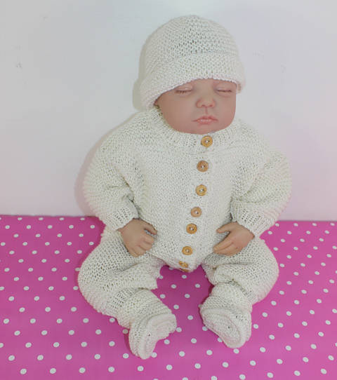 Download Baby Romper Suit Booties and Beanie Hat immediately at Makerist