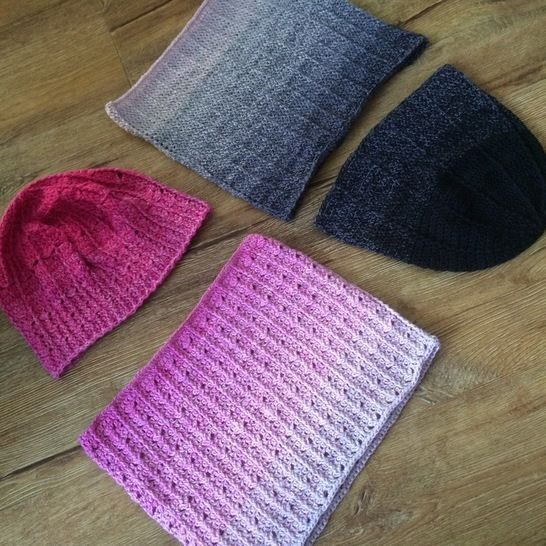 Download Crochet hats and cowls - pattern for two sets immediately at Makerist