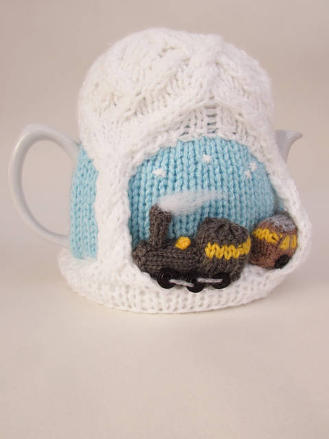 Download Christmas Steam Train Tea Cosy Knitting Pattern immediately at Makerist