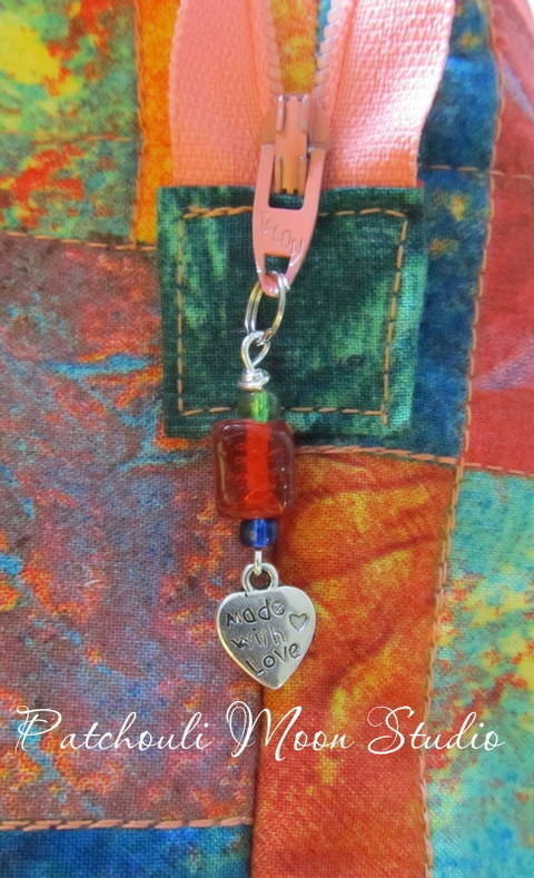 Download Beaded Zipper Pull with a Charm  immediately at Makerist