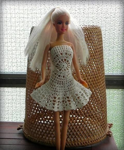 Häkelanleitung Barbie Kleid Mandala in weis bei Makerist