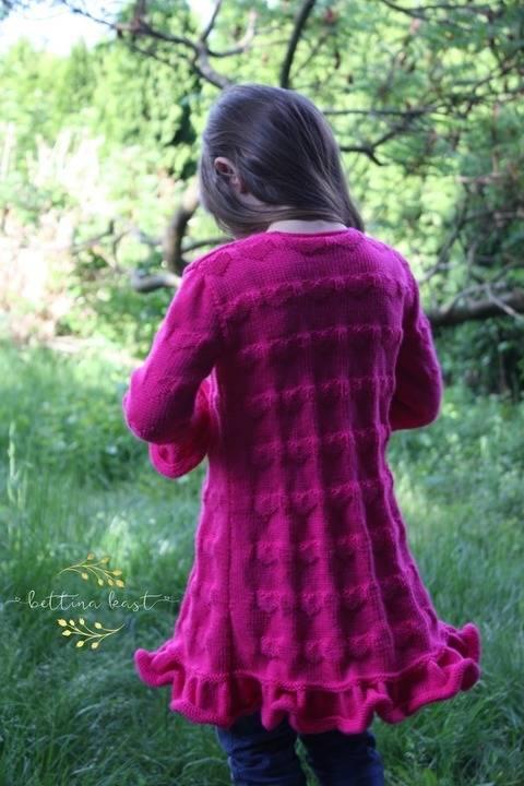 Isabel Lange Strickjacke mit Herzchen Muster bei Makerist sofort runterladen