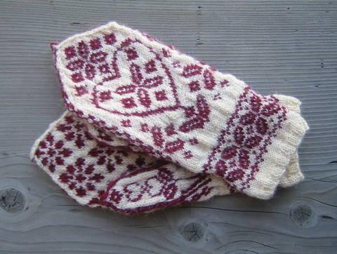 Download Floral Heart Mittens-Knitting Pattern PDF immediately at Makerist