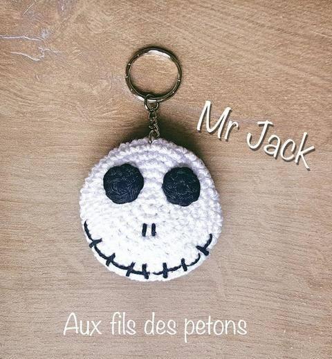 """Télécharger Tutoriel au crochet """"L'étrange Noel de Mr Jack"""" en porte-clé tout de suite sur Makerist"""