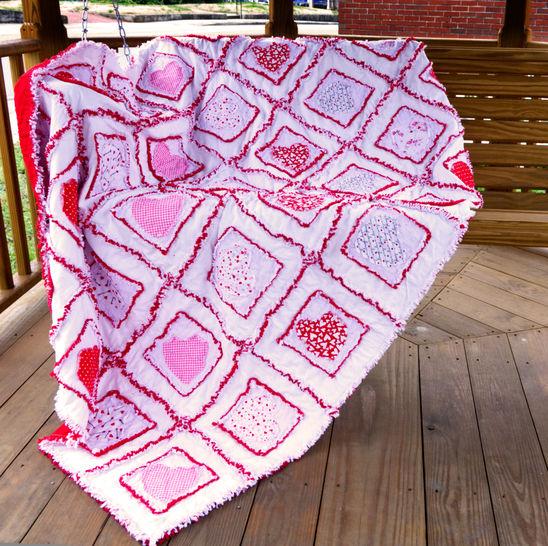 Download Valentine Hearts Rag Quilt Pattern immediately at Makerist