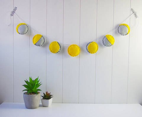 Download Felt Phases of the Moon Garland Sewing Tutorial immediately at Makerist