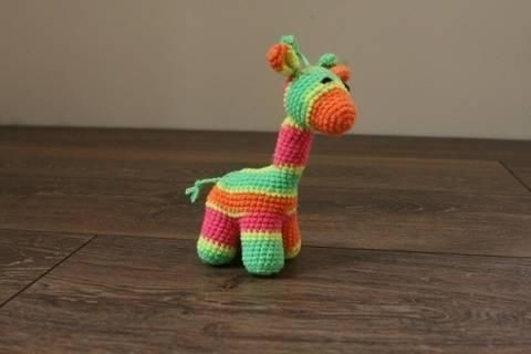 Häkelanleitung kleine Baby-Giraffe bei Makerist sofort runterladen