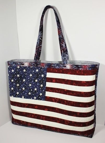 Download American flag tote bag pattern with zipper pockets immediately at Makerist