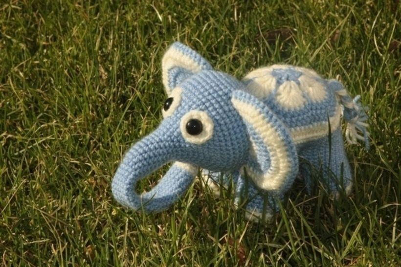 Blumenfant Elefant Häkelanleitung - Häkelanleitungen bei Makerist sofort runterladen