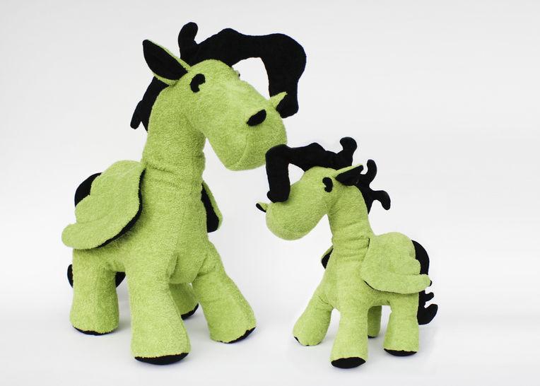 Schnittmuster + Nähanleitung Pegasus (Pony) in zwei Größen - Nähanleitungen bei Makerist sofort runterladen