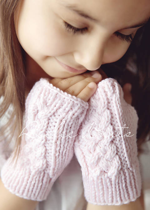 Download Cable Knit Fingerless Gloves immediately at Makerist