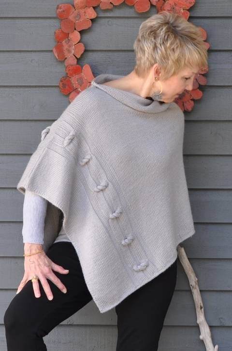 Download Knotted Chain Poncho immediately at Makerist
