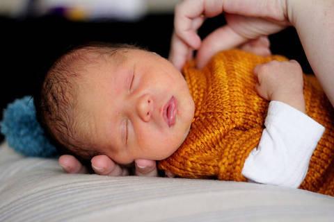 Télécharger Cardigan bébé 1 taille : nouveau né - tricot tout de suite sur Makerist