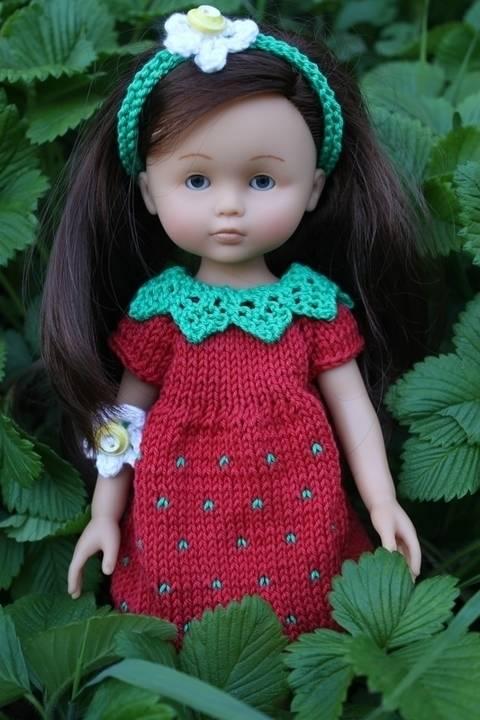 Télécharger Habit Poupée 32-35cm robe fraise - tricot tout de suite sur Makerist