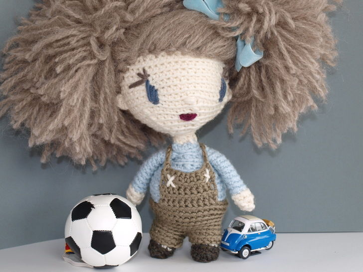 Download Crochet Doll Tutorial - Lily - Crochet Patterns immediately at Makerist