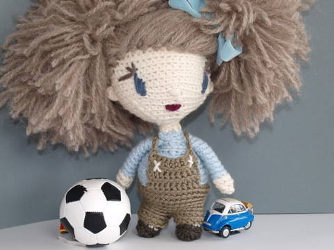 Download Crochet Doll Tutorial - Lily immediately at Makerist