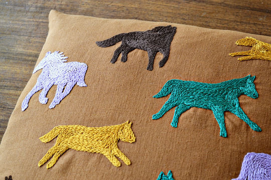 Download running horses cushion cover - Embroidery Patterns immediately at Makerist