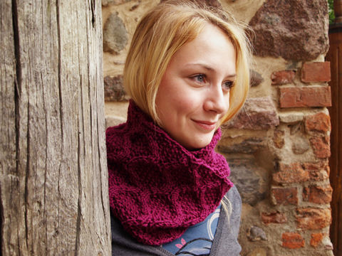 Download Trigonometric scarf - Knitting Patterns immediately at Makerist