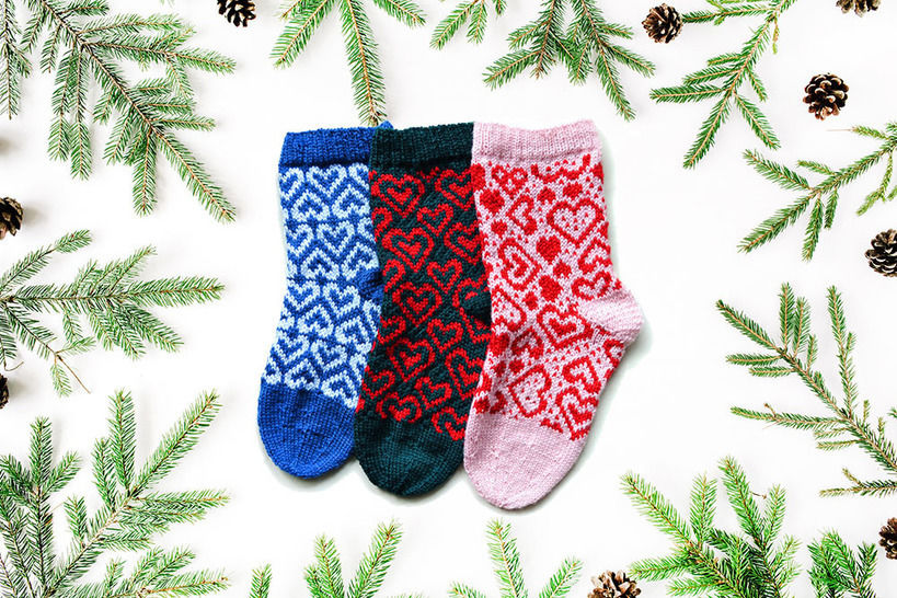 Download HEARTS christmas stockings - Knitting Patterns immediately at Makerist