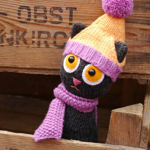Download STEFFI THE CAT soft toy FREE knitting pattern immediately at Makerist