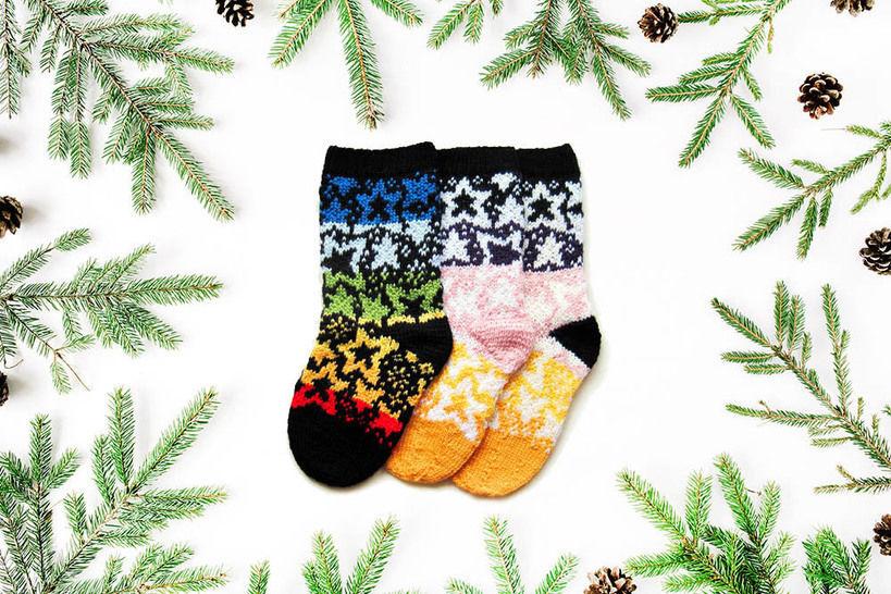 Weihnachtssocken Sternennacht - Strickanleitungen bei Makerist sofort runterladen