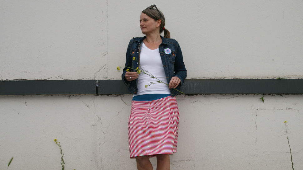 Download MissAntje - womens jersey skirt with box pleats - Sewing Patterns immediately at Makerist