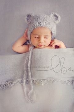 Download Baby Bear Bonnet - Knitting Patterns immediately at Makerist