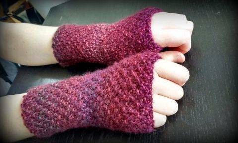 Download Easy Fingerless Gloves immediately at Makerist