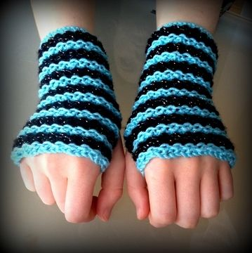 Download Striped Fingerless Gloves - Knitting Patterns immediately at Makerist
