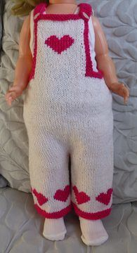 Download Baby's 8ply bib and braces overalls with heart motifs - Juliet - Knitting Patterns immediately at Makerist